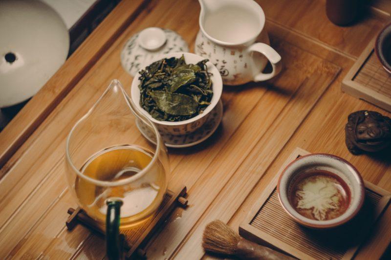 Lístky zeleného čaje se nezalévají vroucí vodou.