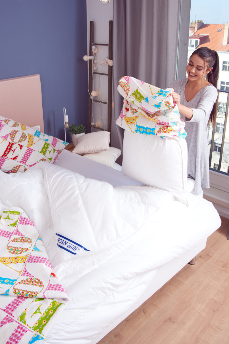 Vysoce kvalitní satén vyrobený z nejjemnějších přízí z dlouhovláknové česané bavlny poskytuje komfort jemné tkaniny, nižší mačkavosti a snadné údržby pro moderní domácnosti.