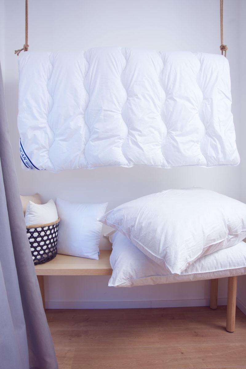 Jemná tkanina z česané dlouhovlákné bavlny je opatřena antibakteriální a antimikrobiální úpravou zabraňující šíření bakterií a zamezující vzniku zápachu.