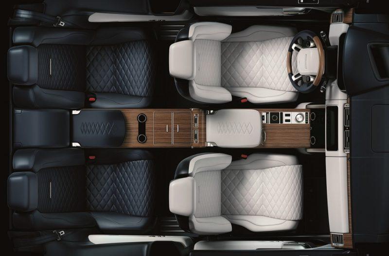 Range Rover SV Coupé – přední sedadla čalouněná semianilinovou kůží posouvají luxus na úroveň soukromých tryskových letadel nebo jachet