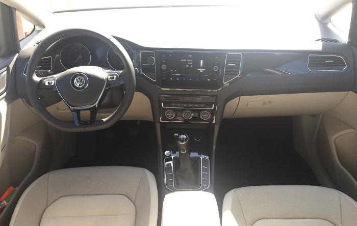 Volskwagen Golf Sportsvan – interiér je naopak skvělý!