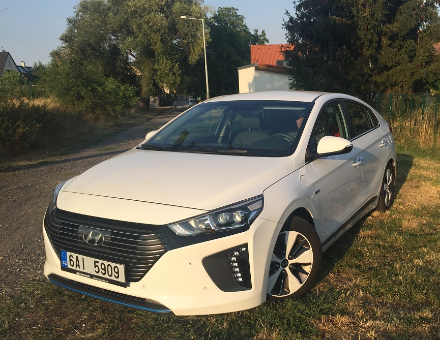 Hyundai IONIQ Plug-in Hybrid: přední logo se vážně nepovedlo