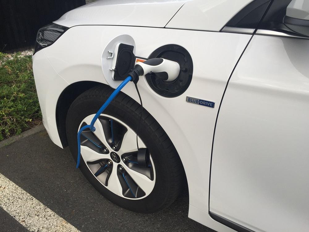 Hyundai IONIQ Plug-in Hybrid: po nabití ujede vůz vzdálenost cca 55 km