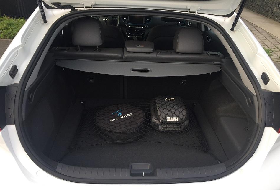Hyundai IONIQ Plug-in Hybrid: zavazadlový prostor nabídne objem 341 litrů