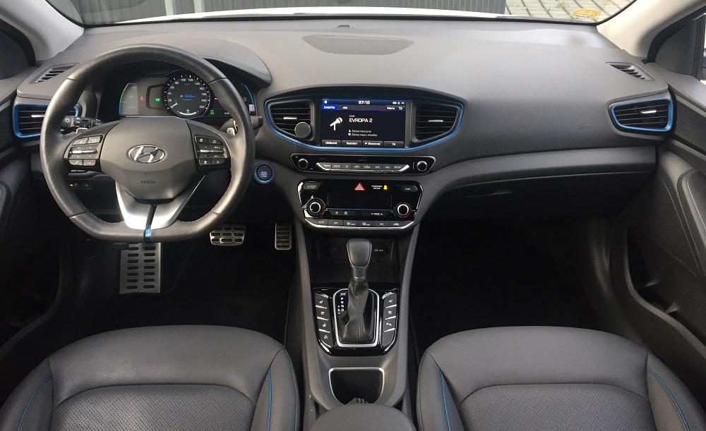 Hyundai IONIQ Plug-in Hybrid: modro šedý interiér