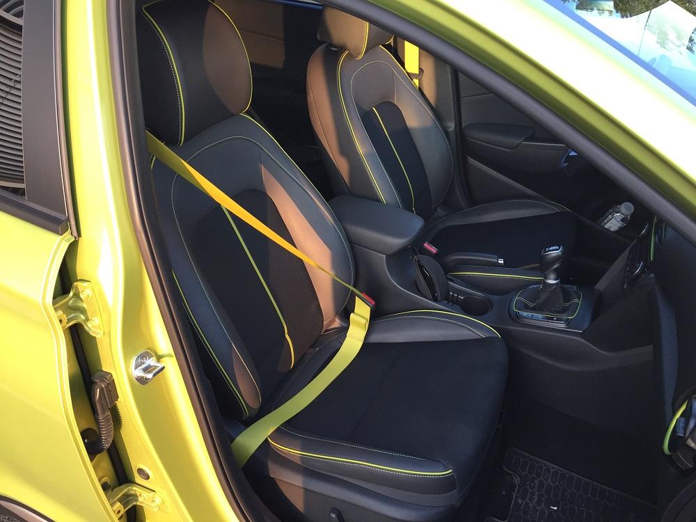 Bezpečnostní pásy v barvě vozu jsou třešničkou na dortu