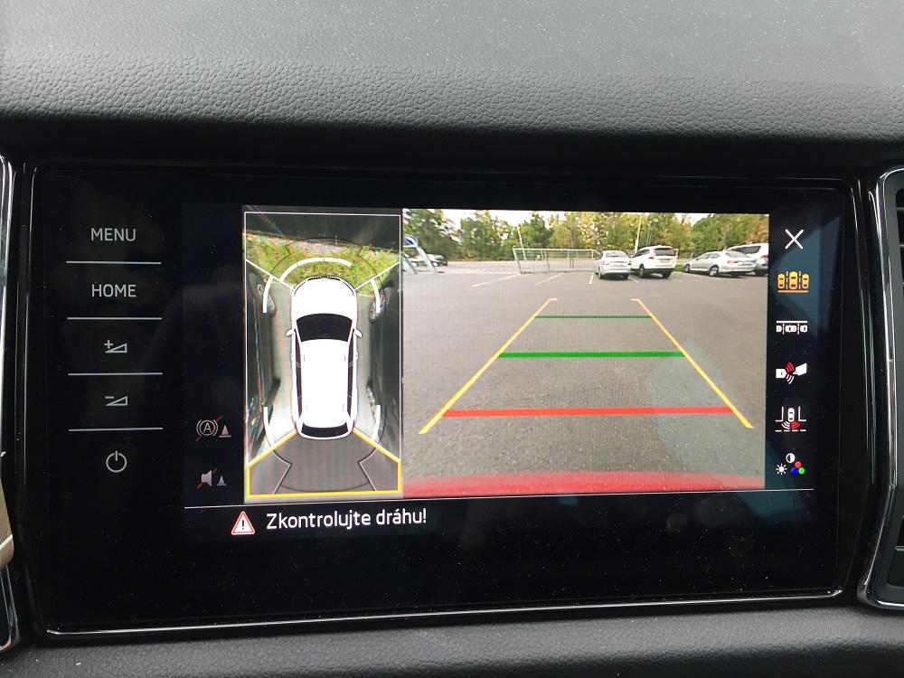 360 stupňová kamera při parkování