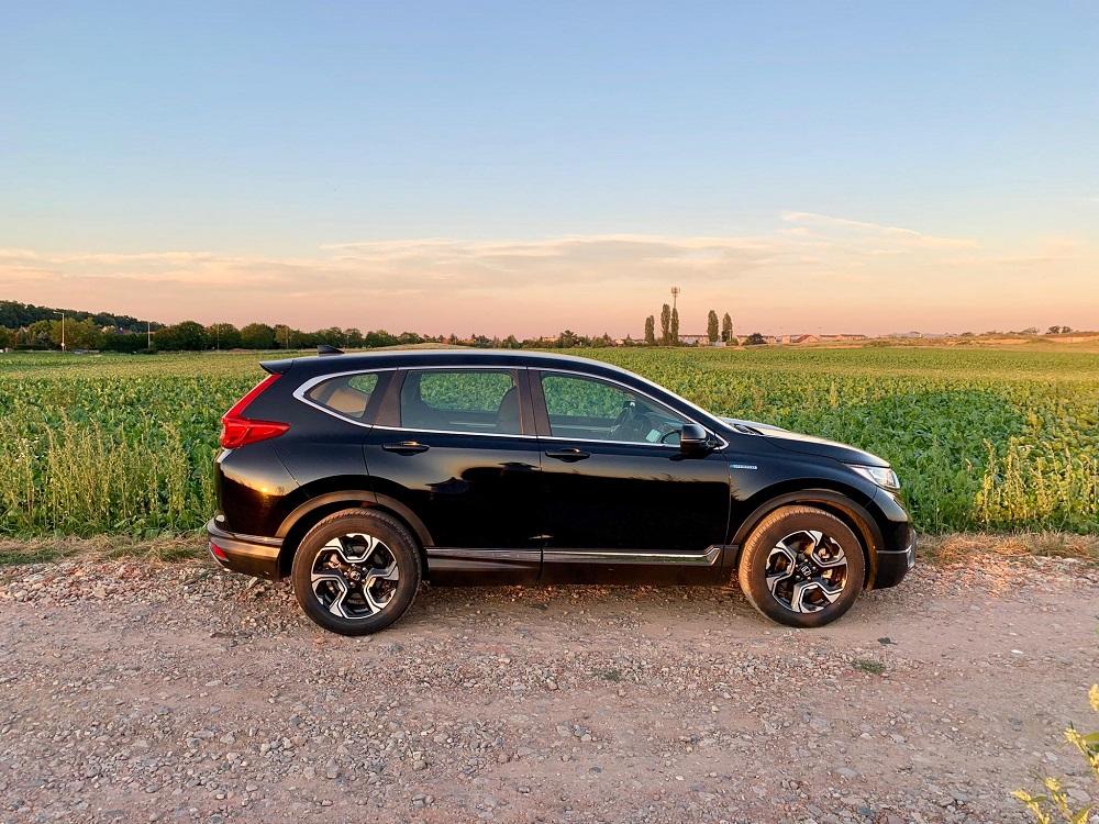 Na celkovém vzhledu CR-V se mi líbí to, že nesvažuje záď směrem dolů, jako většina ostatních SUV.