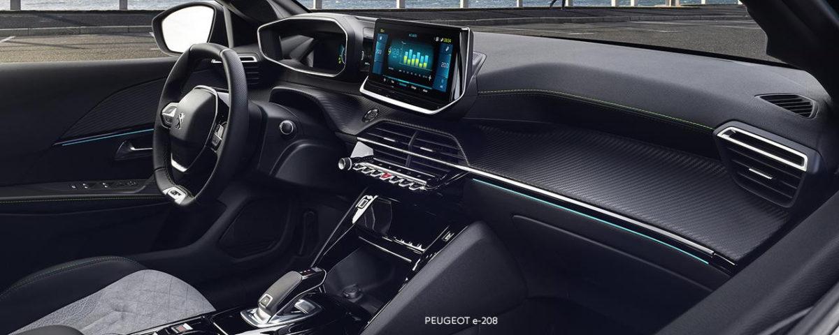 PEUGEOT i-Cockpit® v E-208