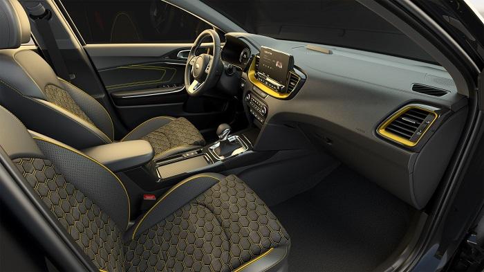 Model nabízí sportovní vzhled a vytříbené jízdní kvality hatchbacku.