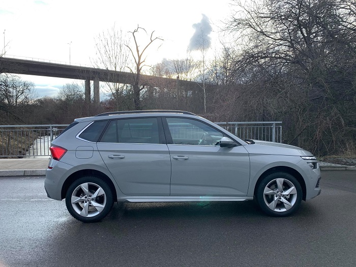 Větší světlá výška poskytuje lepší výhled na silnici a usnadňuje nastupování do vozu.
