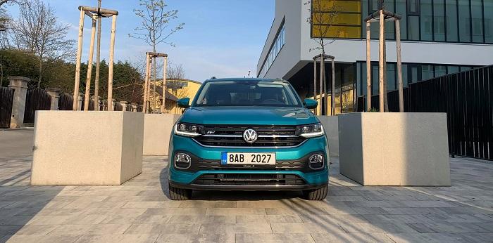 Přední maska přisuzuje rodokmen VW