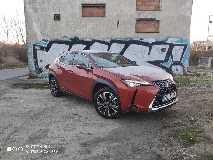 Hybridní pohon, podvozek a design vozu jsou na vrcholné úrovni ostatních prémiových značek.